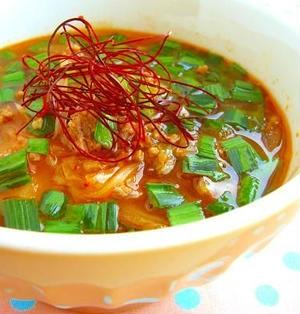 燃えろ!キムチの赤いスープ