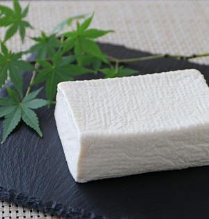 まるでモッツァレラ!? 塩と豆腐だけで作る「自家製塩豆腐レシピ」を絶対に試すべき