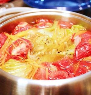 ポットデュオでオレガノ香るトマトサラダ鍋。