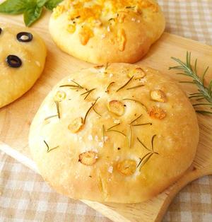 フォカッチャ《イタリアの卵乳なしパン・朝ごはんやパスタの付け合せなどに》